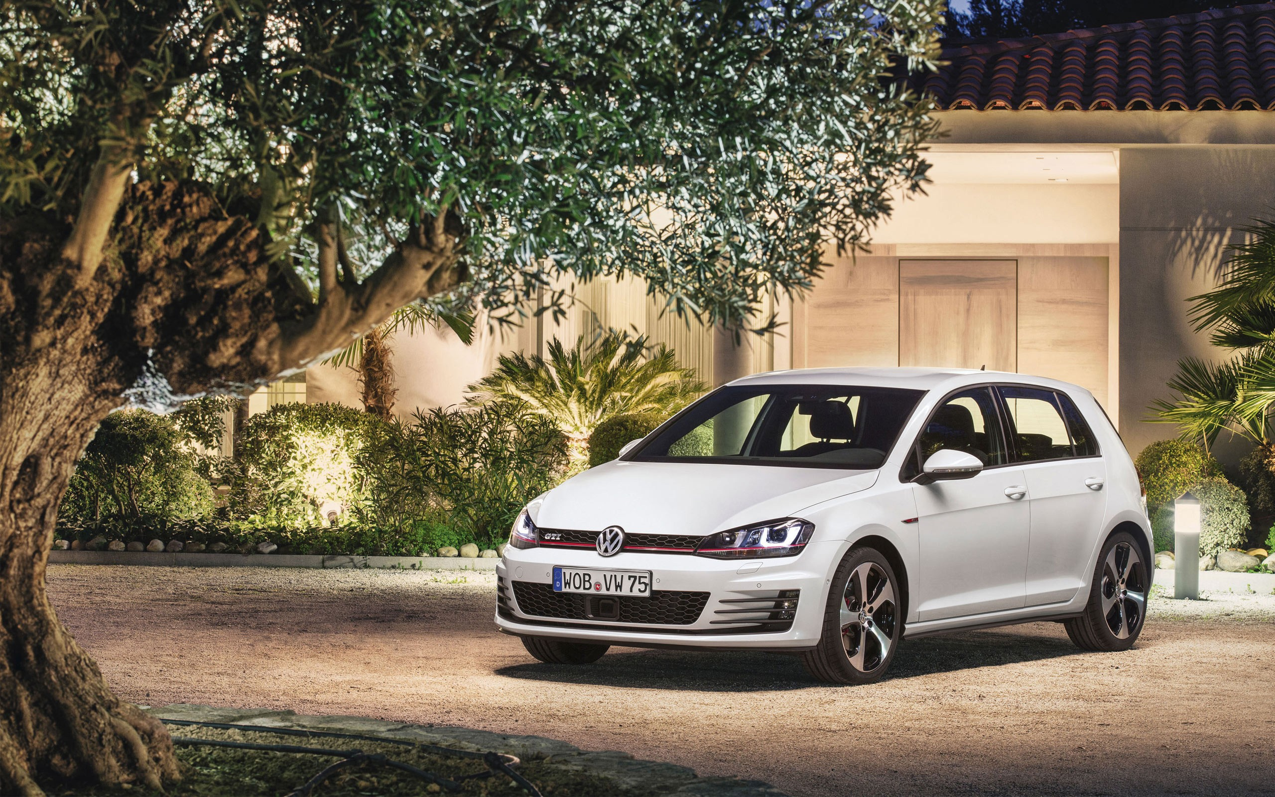 2014 Volkswagen Golf GTI Wallpaper