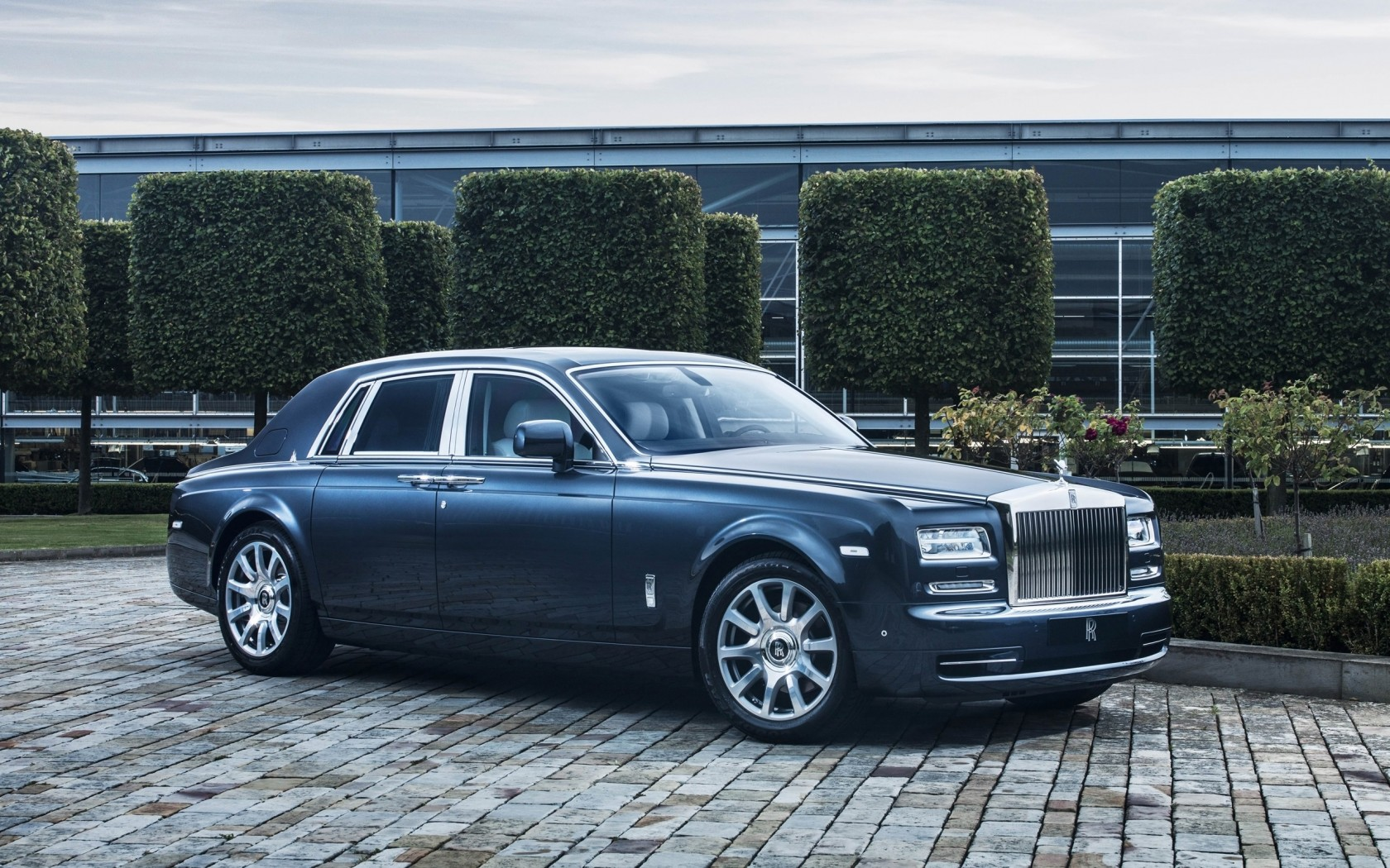 2015 rolls royce phantom metropolitan collection wallpaper. Black Bedroom Furniture Sets. Home Design Ideas