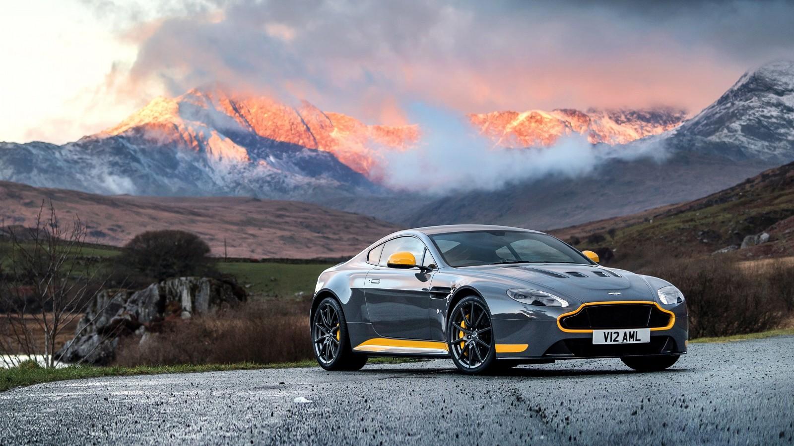 2017 Aston Martin Vantage GT8 Wallpaper