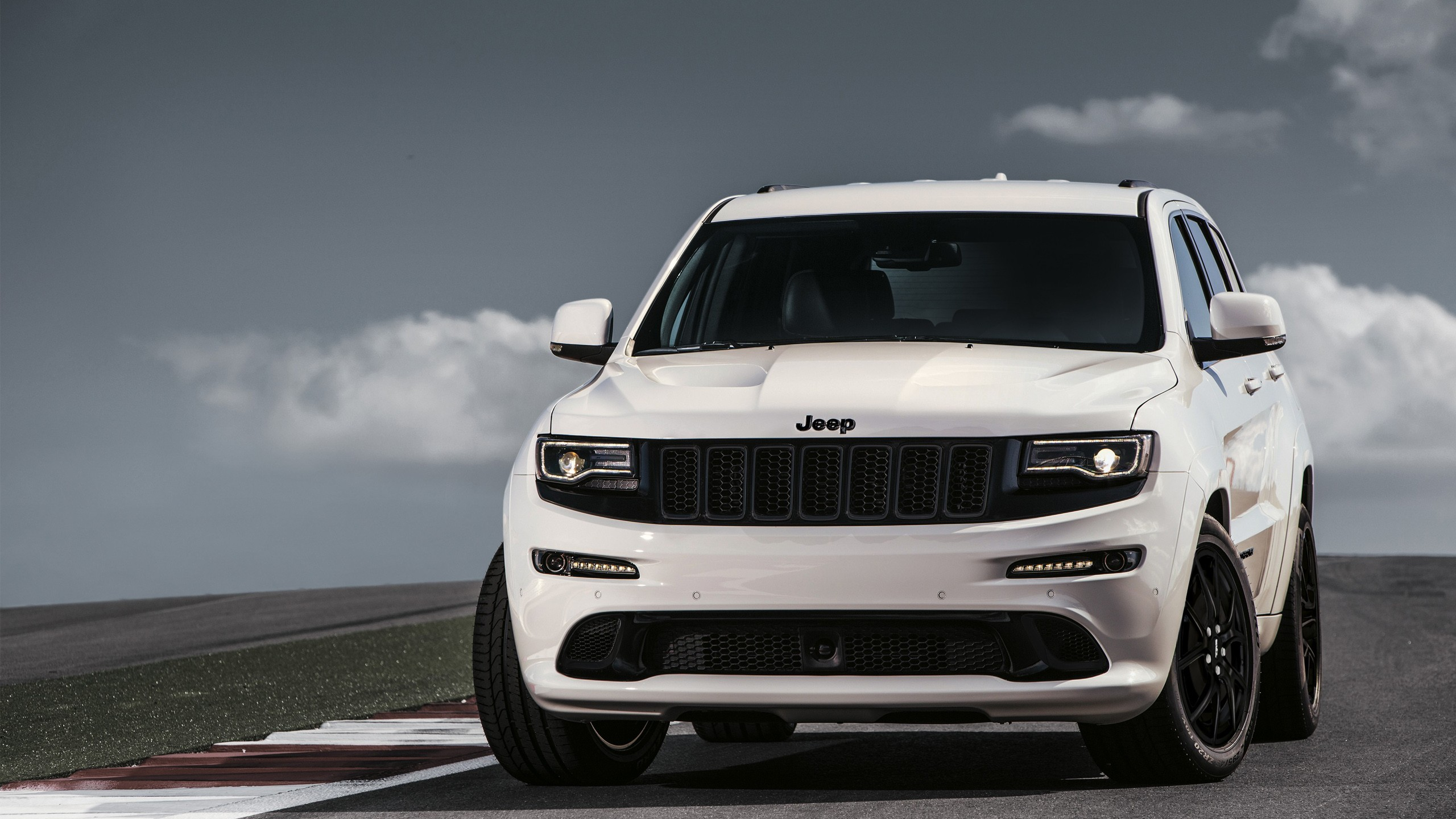 2017 Jeep Grand Cherokee SRT Wallpaper | HD Car Wallpapers