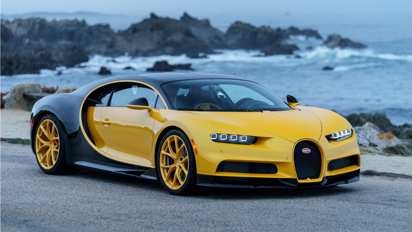 2018 bugatti chiron yellow and black 4k car and motorcycle wallpaper. Black Bedroom Furniture Sets. Home Design Ideas