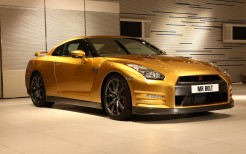 Nissan GT R Gold