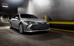 2019 Toyota Avalon Limited Hybrid 4K 2