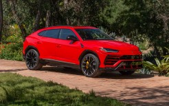 Lamborghini Urus Shiny Black Package 4K