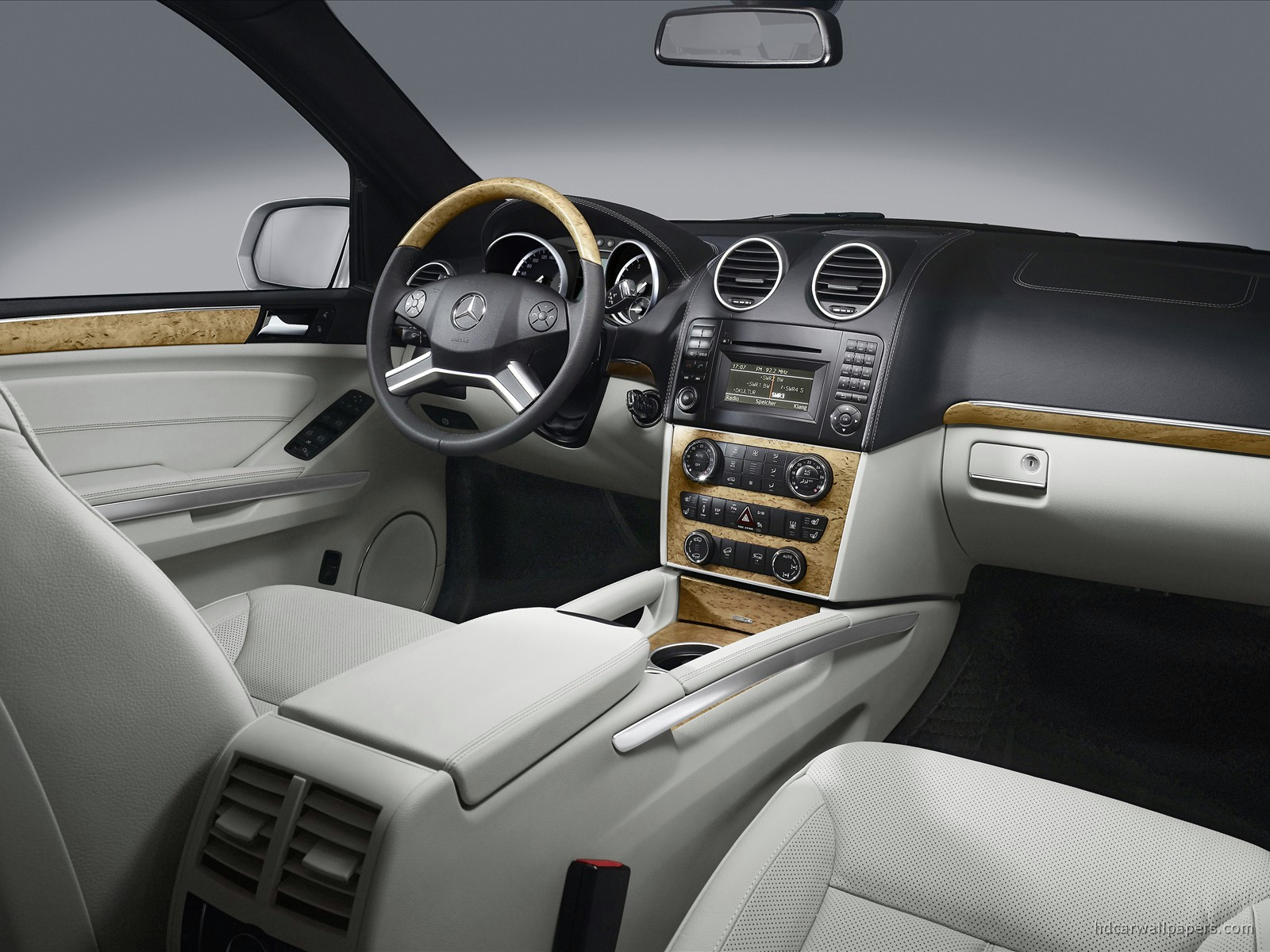image gallery 2009 mercedes interior