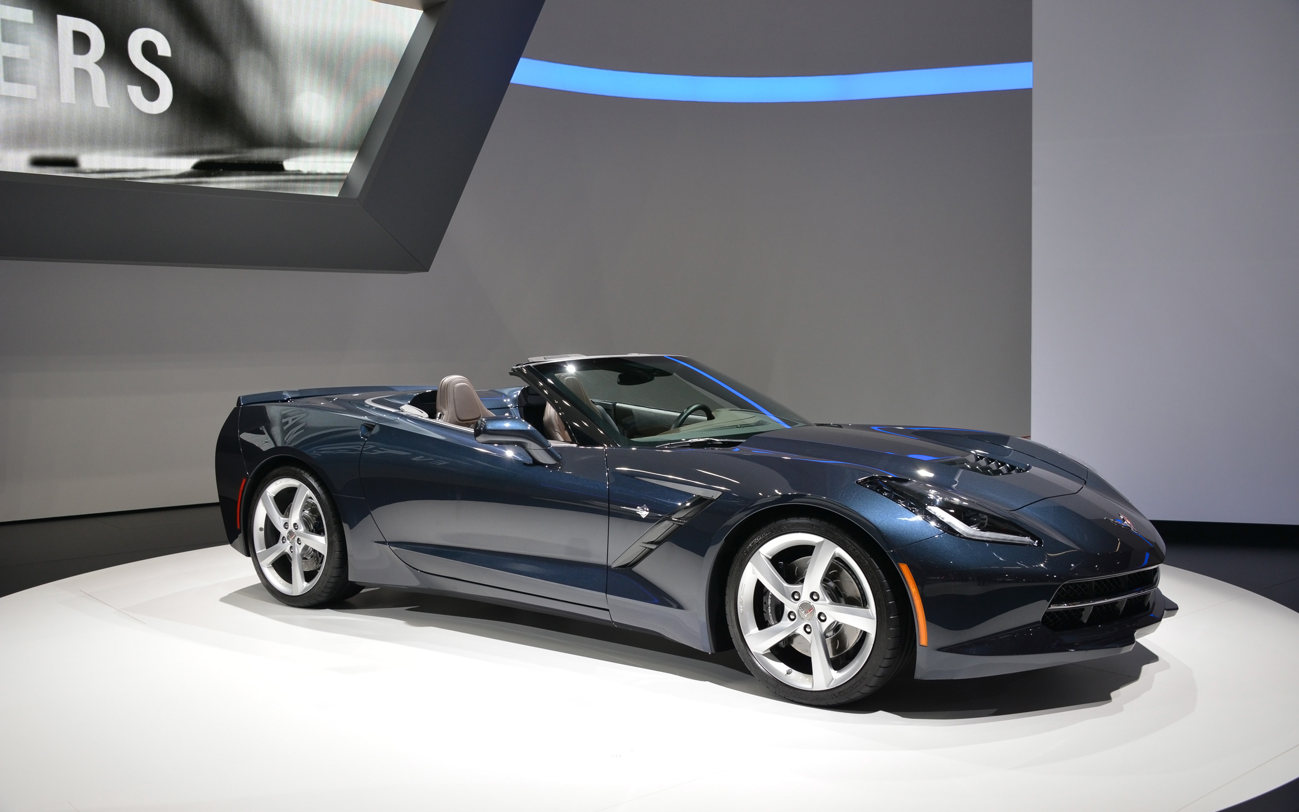 2013 chevrolet corvette stingray convertible iaa frankfurt. Black Bedroom Furniture Sets. Home Design Ideas