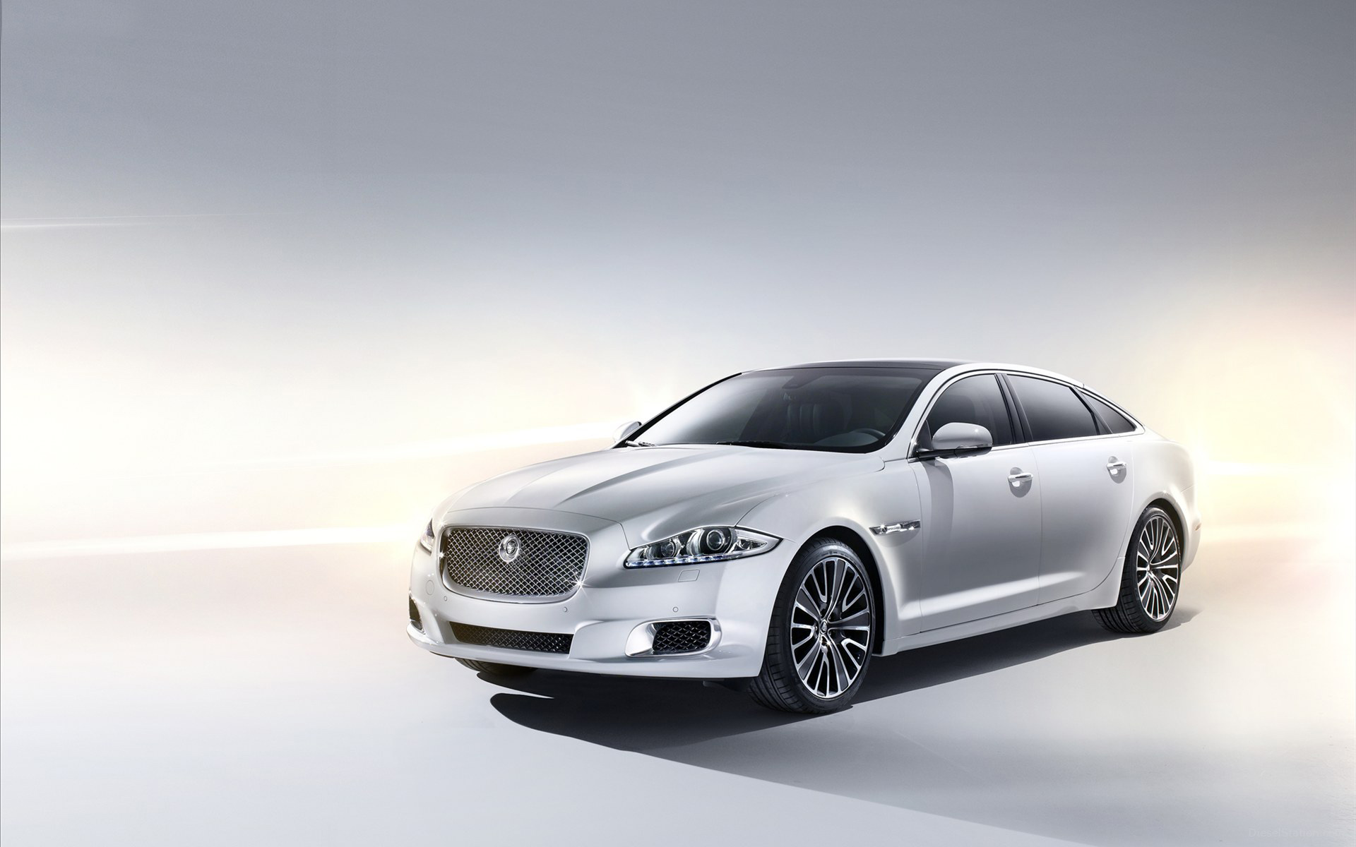 2013 Jaguar XJ Ultimate Wallpaper