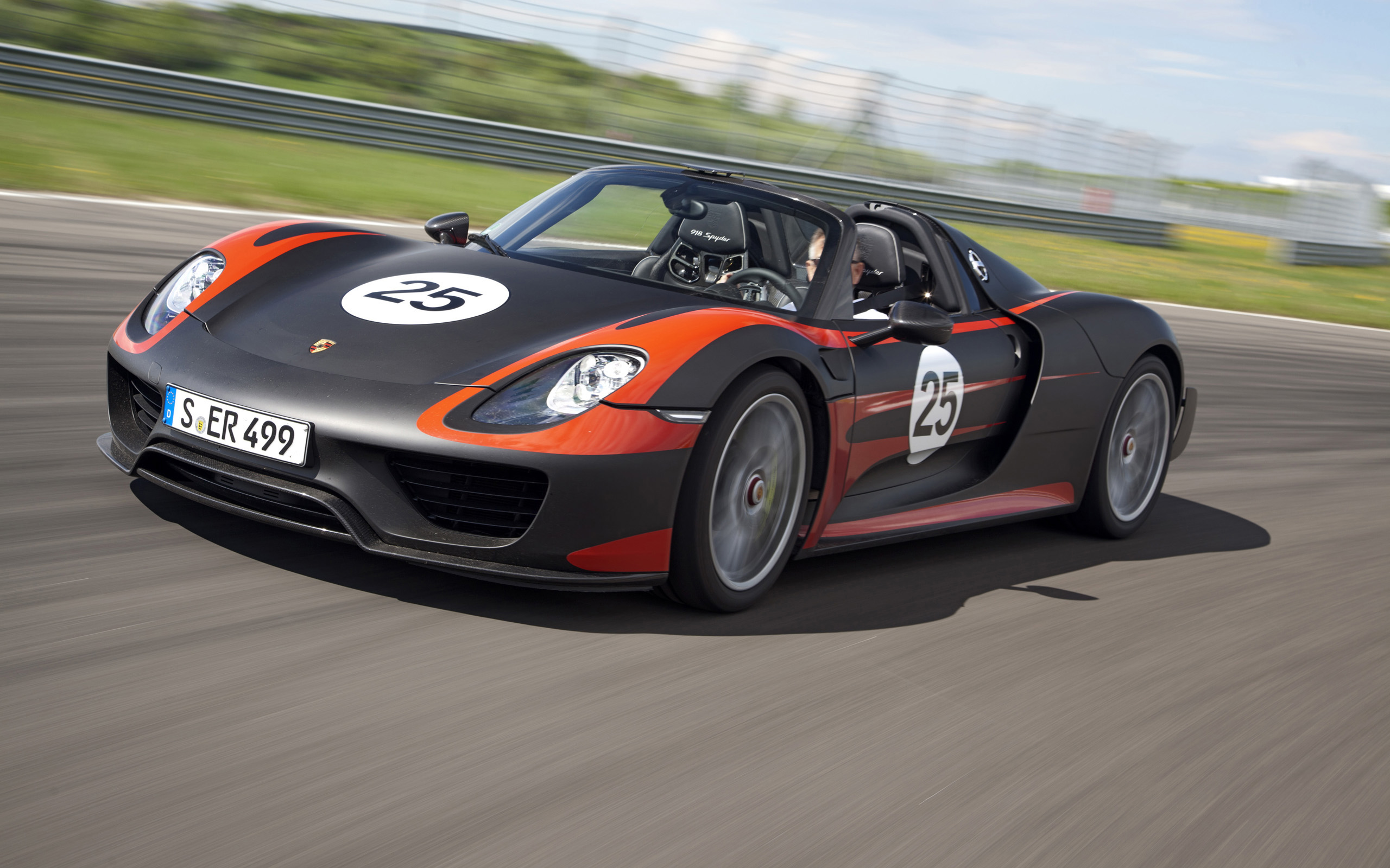 2013 Porsche 918 Spyder Prototype Wallpaper