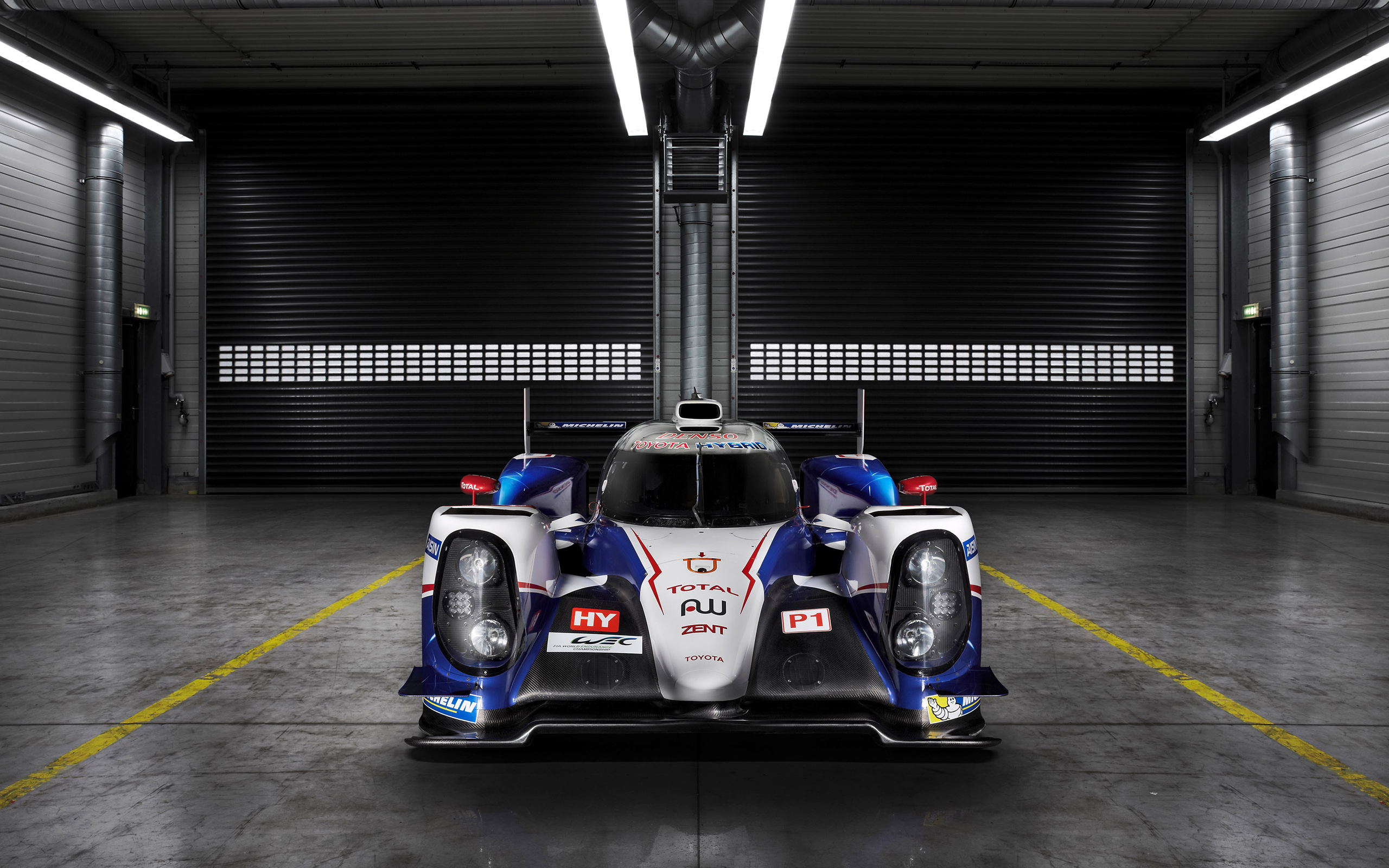 2014 toyota ts040 hybrid race car