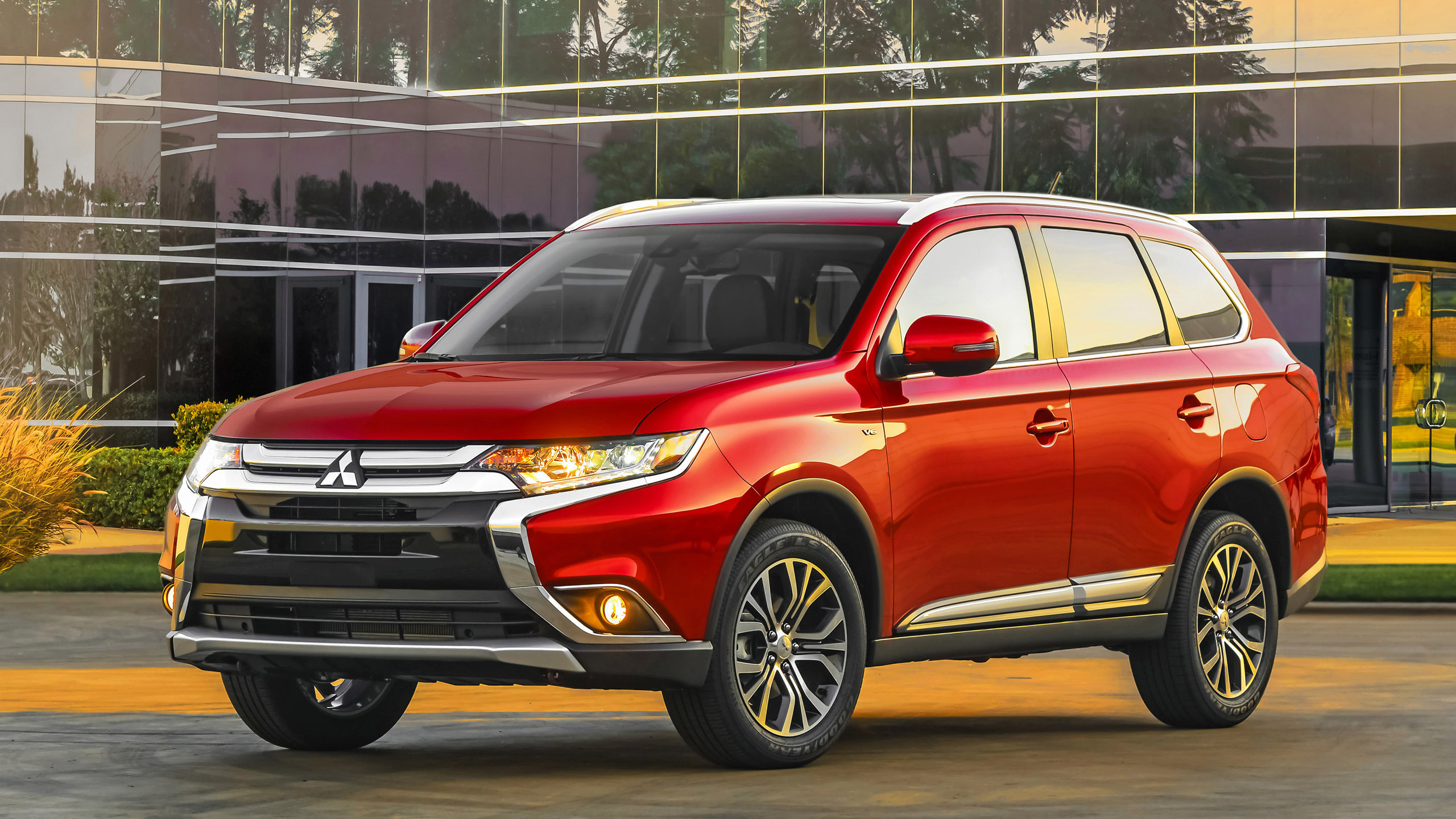 2016 Mitsubishi Outlander Wallpaper