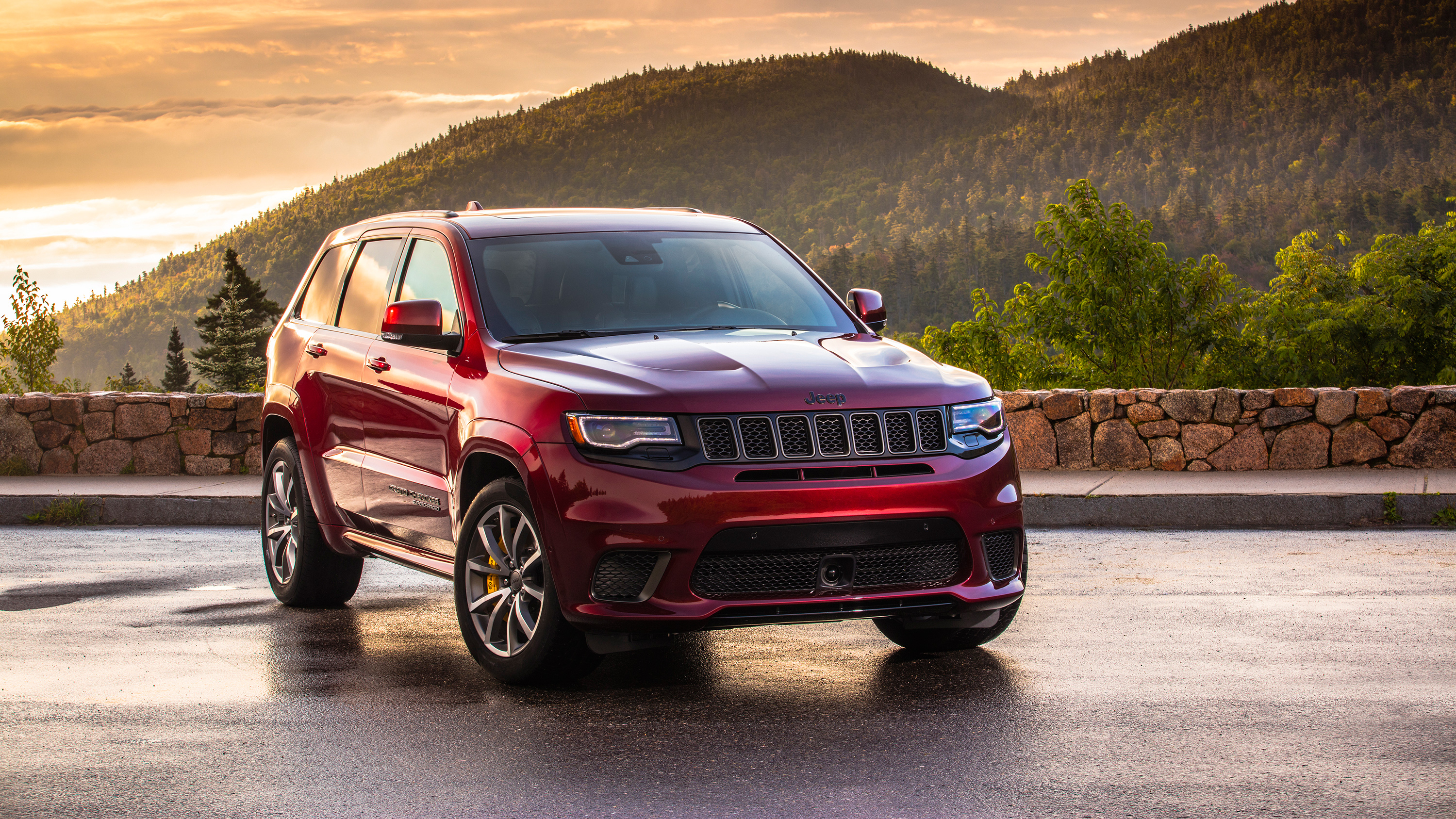 2018 Jeep Grand Cherokee Trackhawk 2 Wallpaper