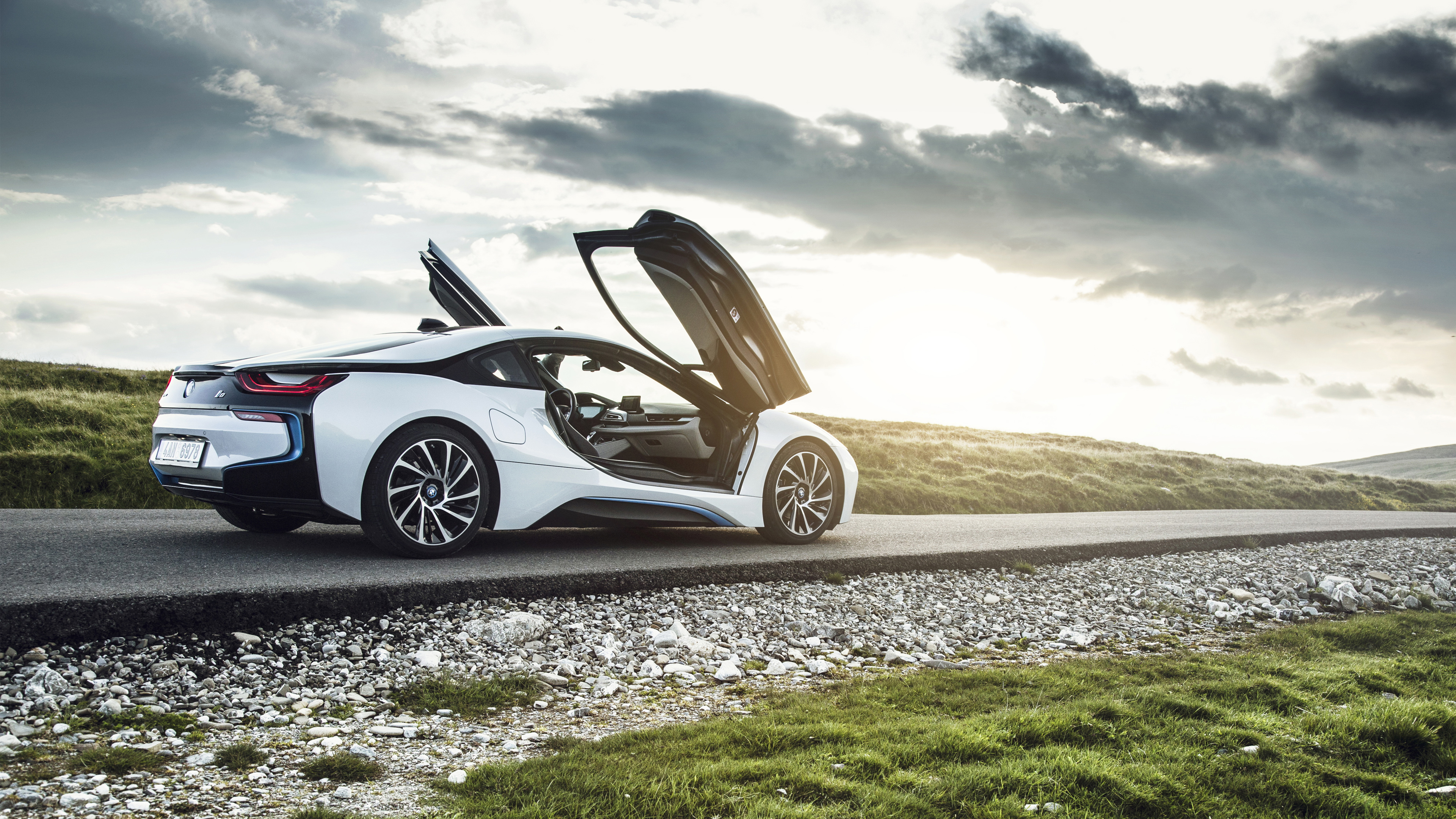 bmw i8 side view HD