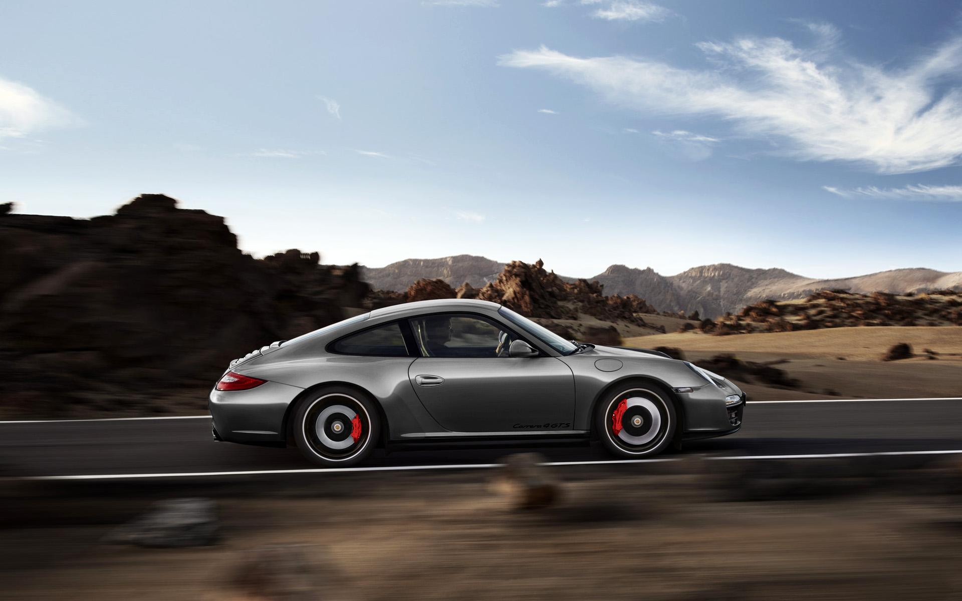 Porsche 911 Carrera 4 GTS Wallpaper